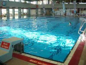 See, no one in the pool and only two swimming lanes