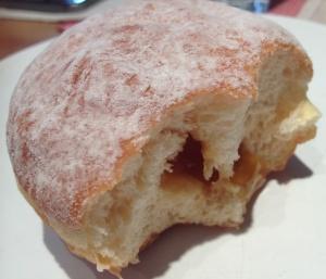 Apricot jam in Krapfen