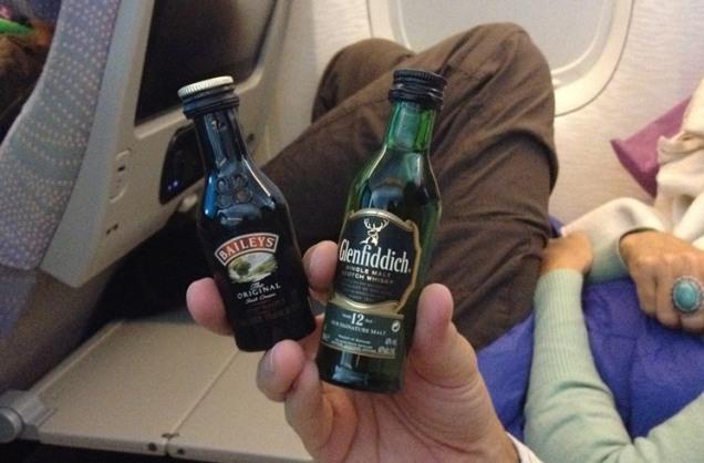 plane alcohol jet lag